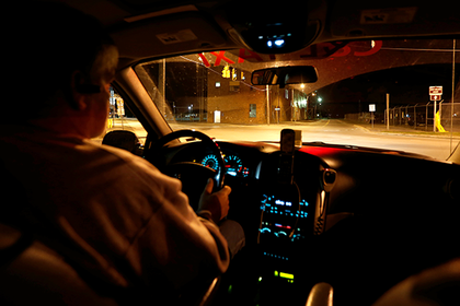 Американец ограбил банк с помощью записки, уехал на такси и попался