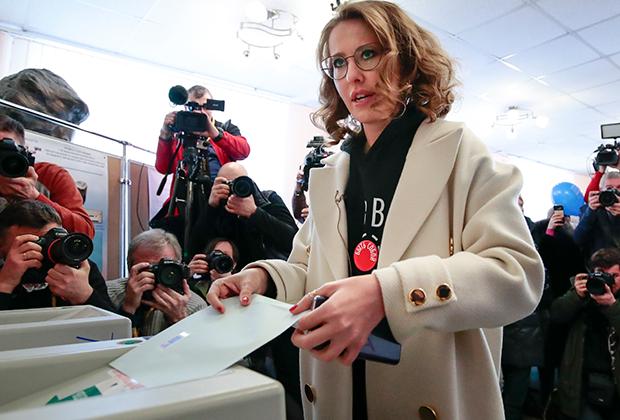 Кандидат в президенты от партии «Гражданская инициатива» Ксения Собчак проголосовала в Москве, проверив, как работает новая система голосования по месту нахождения