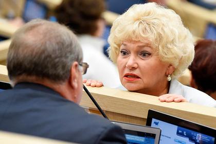 Нарусова предложила приравнять оправдание сталинизма коправданию нацизма