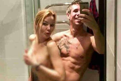 Панин выложил голое селфи с женщиной в ванной