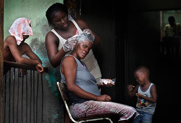 Уличная «парикмахерская» в Кингстоне