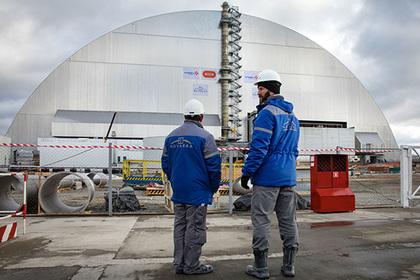 Рабочие залезли на саркофаг Чернобыльской АЭС ради собаки