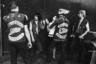 Негативный образ байкеров в сознание американцев заложили события 4 июля 1947 года. Тогда американская мотоциклетная ассоциация проводила очередную ежегодную конвенцию в небольшом калифорнийском городе Холлистер. Мирное празднество переросло в массовые беспорядки, которые устроили подвыпившие мотоциклисты. С тех пор байкеров стали считать пьяницами и дебоширами.