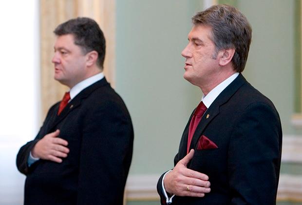 Президент Украины Виктор Ющенко (справа) и министр иностранных дел Украины, председатель Совета Национального банка Украины (НБУ) Петр Порошенко (слева) во время торжественных мероприятий по случаю Дня работников дипломатической службы.