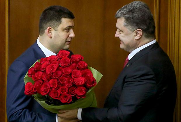 Новый председатель Верховной Рады Украины Владимир Гройсман (слева) и Президент Украины Петр Порошенко (справа) на первом заседании новоизбранной Верховной Рады Украины.