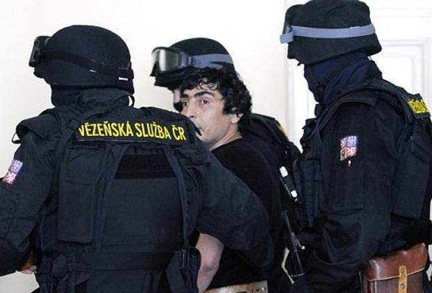 Задержание Запа чешскими силовиками
