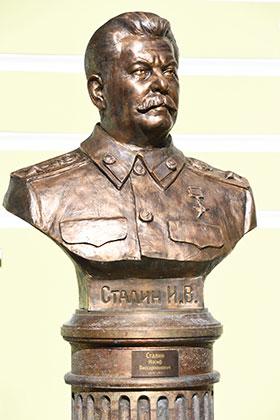 Бюст Иосифа Сталина