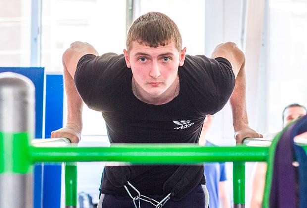 Мастер спорта Елфимов на тренировке