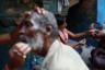 Мужчины из числа родственников усопших бреются наголо перед ритуалами.