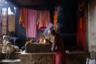 Храм агхори на Маникарнике. Агхори — последователи религиозной секты, которую в Индии клеймят за противоречивые ритуалы. По преданию, они ели останки усопших после кремации. Сейчас этого не происходит, но пепел кремированных они до сих пор используют для молитв и ритуалов.