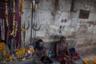 Люди агхори в храме на Маникарнике.