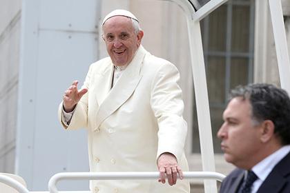 Папа Римский пристыдил любителей крестов