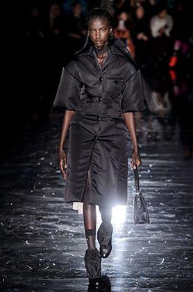 Анок Яи открывает показ Prada на Миланской неделе моды