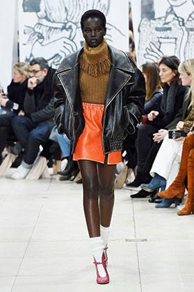 Адут Акеч на показе Miu Miu во время Парижской недели моды 2018
