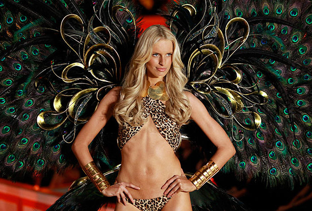 Модель Каролина Куркова на Victoria's Secret Fashion Show (2010)
