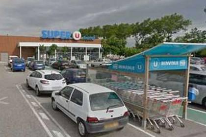 Назвавшийся сторонником ИГ захватил заложников в супермаркете во Франции
