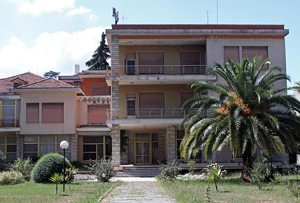 Резиденция Ходжи была обставлена по последнему слову техники