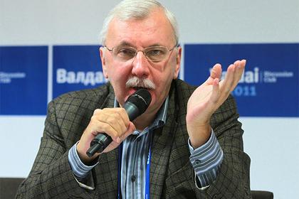 Декан МГУ поддержал Слуцкого в его праве «класть руку на коленку и любое место»