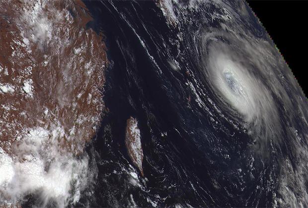 Тихий океан: тайфун «Нору». Снимок с «Электро-Л»
