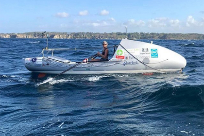 Женщина с опухолью пересекла океан на лодке с веслами быстрее всех