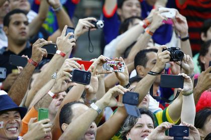 Немцев предостерегли от использования смартфонов на ЧМ в России