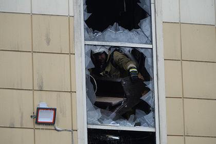 Тела двух погибших при пожаре в Кемерове нашли в лифте