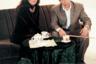 «Купил жене сапоги!» — радостно сообщал с экрана «партнер» МММ Леня Голубков. И у граждан не было причины не верить рекламному персонажу, так похожему на простого советского работягу. А раз получилось у него — значит, получится и у них. Когда в Россию приехала звезда мексиканского сериала «Просто Мария» Виктория Руффо, ее тут же взяли в оборот и сняли несколько роликов с ее участием, поднявшим популярность пирамиды Мавроди на заоблачные высоты.