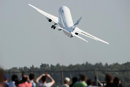 У Sukhoi Superjet 100 в полете отказали датчик скорости, авионика и автопилот