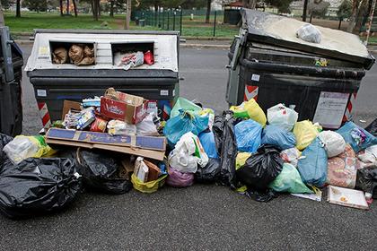 Итальянских заключенных отправили расчищать загаженные парки