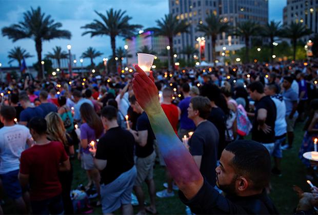 Акция в память о жертвах нападения на гей-клуб в Орландо (США). 12 июня 2016 года