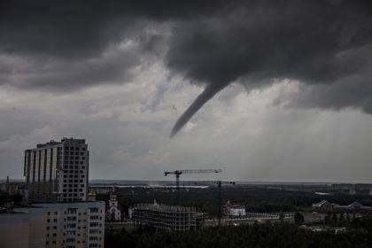 Россиянам предрекли ураганы и град