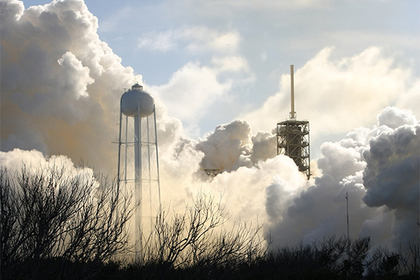 SpaceX запустила обновленную версию Falcon 9