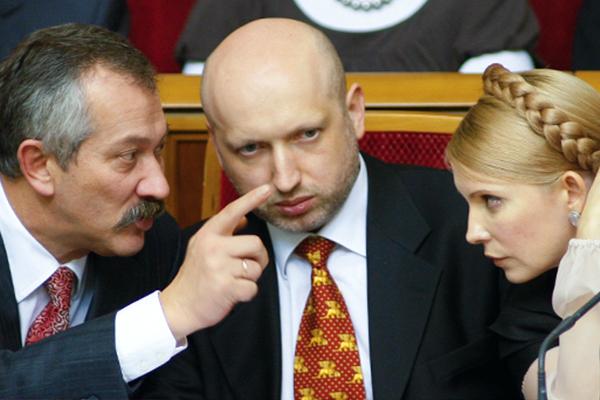 Александр Турчинов (в центре), Юлия Тимошенко и Виктор Пинзеник