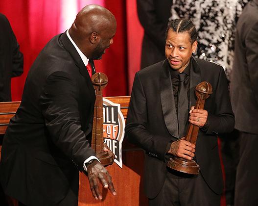 Ради церемонии введения в Зал баскетбольной славы Айверсон все же надел костюм. Вместе с Шакилом О'Нилом, 2016 год.