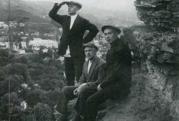 Михаил Кошкин (крайний справа) в Крыму