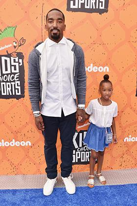 Для похода вместе с дочерью на вручение наград Nickelodeon Kid's Choice Sports в 2016 году Смит выбрал более демократичный стиль.