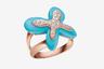 Милая дневная коллекция FreeVola итальянской марки Mimi воплощает все, за что в мире любят украшения из Италии: выверенные пропорции и тактильную привлекательность. Кроме бирюзы и бриллиантов, как в этом кольце, в коллекции использованы розовый коралл и белый кахолонг.