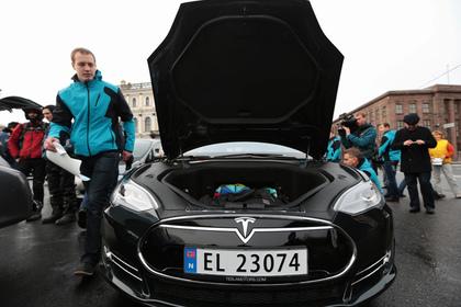 Tesla отзовет более 120 тысяч электромобилей из-за ржавых болтов