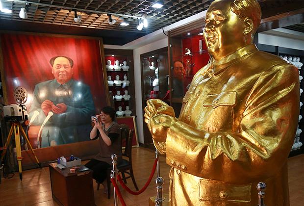 Статуя Мао в музее города Шэньян (провинция Ляонин)