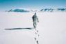 Весной всюду начинает таять снег, но далеко не везде люди этому радуются. Фотожурналист из Словении Кирил Язбек уже много лет следит за проявлениями глобального потепления на острове Гренландия. «Вся поверхность острова тает, и с каждым годом это происходит все быстрее»,— сокрушается он. Язбек считает своей главной миссией делиться снимками пока еще ледяной Гренландии, чтобы убедить человечество в серьезности проблемы климатических изменений.