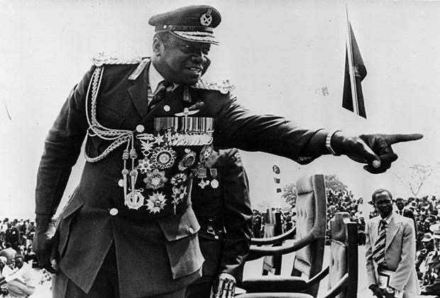 Особую слабость он питал к медалям времен Второй мировой войны