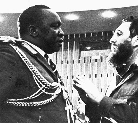 Угандийский вождь на встрече с кубинским лидером Фиделем Кастро