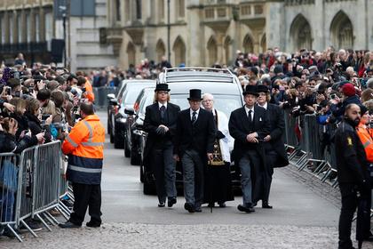 Стивена Хокинга похоронили