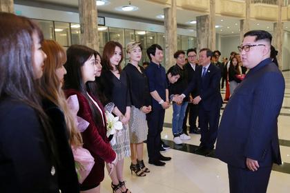 Ким Чен Ын оценил южнокорейских девушек в юбках