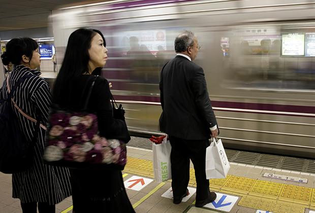 За последние 40 лет ежегодная статистика расставшихся с жизнью в Японии не показывала меньше 20 тысяч человек