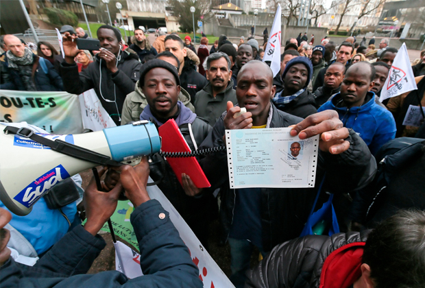 Демонстрация беженцев во Франции