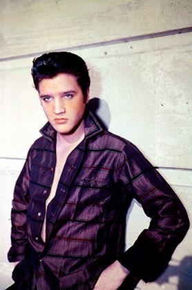 В отличие от Джеймса Дина, Марлона Брандо и Монтгомери Клифта образ Элвиса Пресли был куда более сценическим. В едва застегнутых рубашках молодые люди ходить по улицам все же не решались.