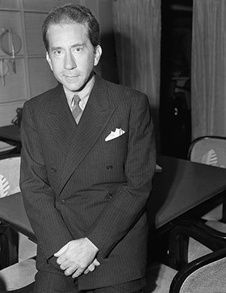 Для 1939 года, когда была сделана эта фотография, внешний вид Жана Пола Гетти был весьма актуальным. Двубортный пиджак в полоску и галстук были в годы Великой депрессии в тренде.
