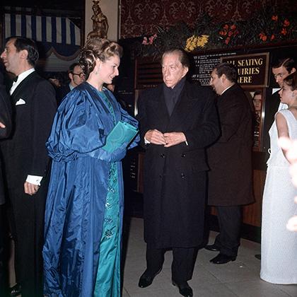 Гетти сохранил любовь к достаточно консервативным длинным пальто с широкими плечами и в 1960-е годы.