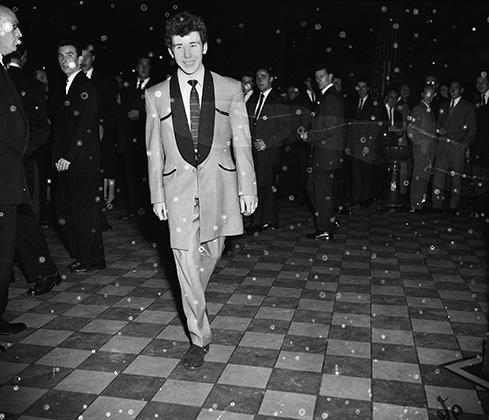 Актер Боб Корбетт в достаточно типичном для нео-эдвардианской эпохи тедди-наряде.